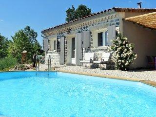Le Vallon des Etoiles-Sud Ardèche-gîte 'l'Atelier': nature,piscine privée et Spa