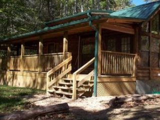 Creekbend romantic honeymoon cabin on the creek with hot tub fireplace waterfall