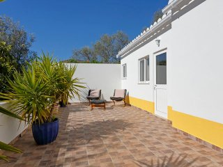 Newly Renovated Private Annex Bordeira, Faro 15 minutes to Airport East Algarve
