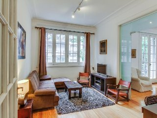 Bright, charming condo w/ terrace, near museums, theaters, restaurants & more!