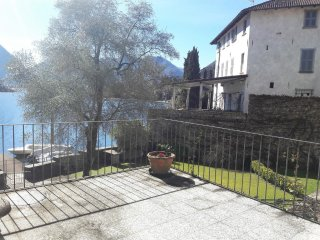 Apartment in Ossuccio directly on the lake