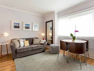 Central & Cozy Studio Flat with Private Parking