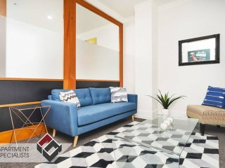 Charming and Stylish Apartment; Pool and Gym!, Auckland
