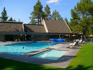 Luxury and Comfort at Mount Bachelor Village Condo, Views, Mountains and Lakes!
