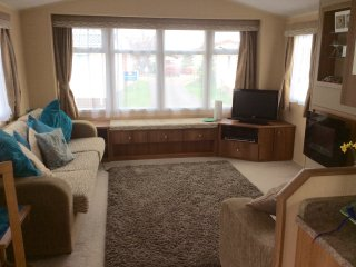 The Warren Retreat, spacious and comfortable caravan on small quiet site, Dawlish
