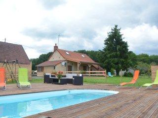 Confortable gîte  de campagne avec piscine  sans vis à vis  entourré d'animaux
