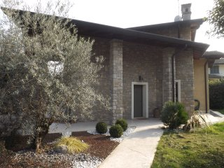 ELEGANT PRIVATE VILLA CLOSE TO THE BEACH, Lonato del Garda