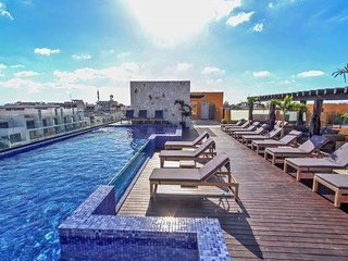 Brand New Condo, Fantastic Roof Top with Pool
