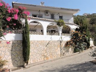 Casa Deon - Spacious Studio Apartment free WiFi - Dogs Welcome - Shared Pool