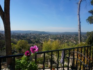Lovely provencal villa, sea view, St Paul de Vence