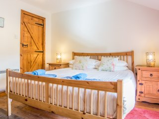 The Old Mill, beautiful converted Somerset barn, sleeps 10, spa, 4 star