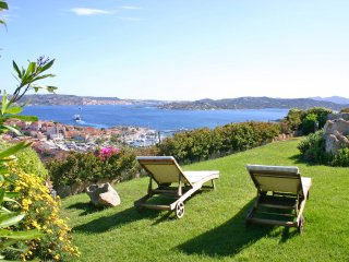Ferienvilla mit Garten und Meerblick - Villa with garden and panoramic sea view, Palau