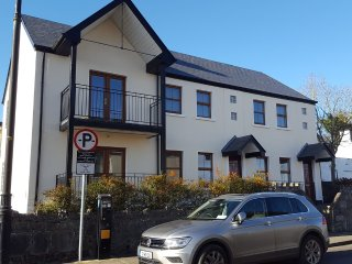 Modern 2 Bedroom Apartment, Fully Equipped, Satellite TV and Free Wifi, Ballina
