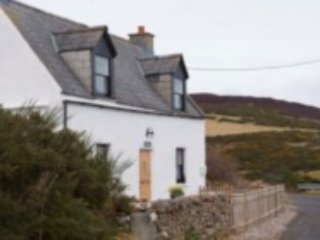 Piper's Cave, a 2 Bedroom Holiday Cottage with Beautiful views., Helmsdale