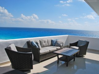 by Tim M - Penthouse #372 - Breathtaking Ocean Views +Awesome Views of the Strip