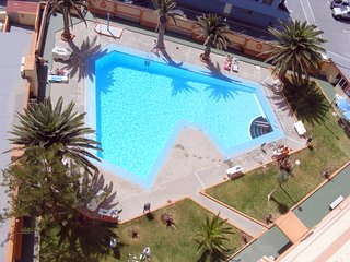 Apartamento a pie de playa hasta  4  huéspedes, piscinas privadas