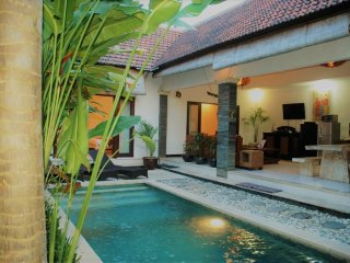 LEGIAN 3 Bed Villa - 10 min walk to beach - Heart Legian - Sleeps 10 - cris