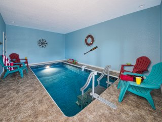 GORGEOUS VIEWS WITH PRIVATE INDOOR POOL & HOT TUB!, Pigeon Forge