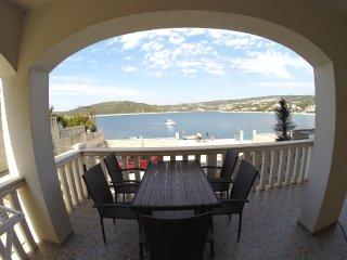 Villa Ante, Sevid, 6 apartments, 32 person
