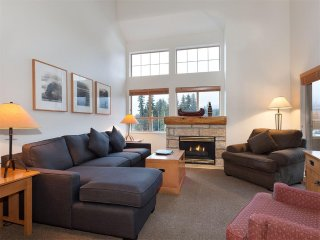 1.5 BR Condo w/ Pool & HotTub in Whistler Village