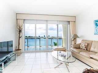 G. Bay Standard 2 | 2 Bed 2 Bath, Amazing Intracoastal Views!