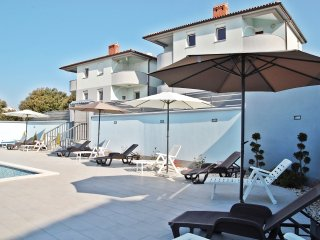 HOLIDAY APARTMENT WITH SWIMMING POOL 6