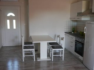 Bory 1 centrally located ap. for 5 people, Novalja