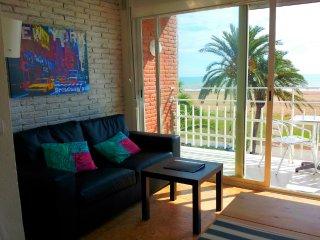 BeachFront Apt.6 balcony & great view & Barcelona