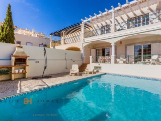 4 BEDROOM VILLA AT VILAMOURA FOR HOLLIDAY RENTALS