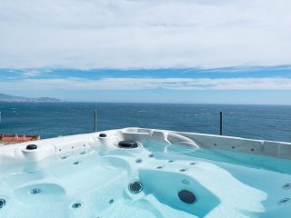 Luxury: Private hot tub with views