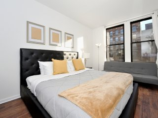 Little Italy gem with 5 Bed 2 Bath in super convenient location to go anywhere!