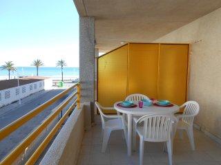 Ref 32.- Apartamento al lado de la playa y del centro. Con parking y piscina.