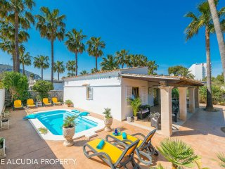 Villa in Puerto Alcudia for 6 persons, close to the beach, with pool,BBQ, WIFI