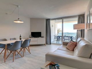 Beach front apartment to rent in Puerto Pollensa 2C