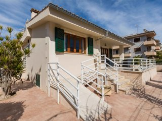 Bali - Neu renoviertes Haus nur 170 m vom herrlichen Strandstrand entfernt