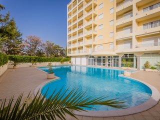 3 BEDROOM LUXURY APAPARTMENT CENTRE OF VILAMOURA WITH FREE TRANSFER