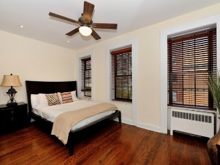 4BR/2.5BA Townhouse with Terrace - Upper East Side (100% Legal)