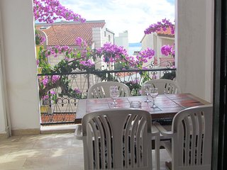 Holiday two bedroom apartment,100 m beach, fantastic location!