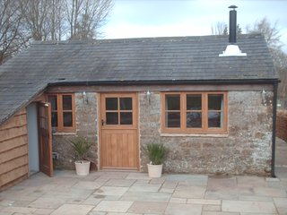 OLD STABLES, SWERFORD,  NR CHIPPING NORTON, OXFORDSHIRE COTSWOLDS - OWN HOT TUB!
