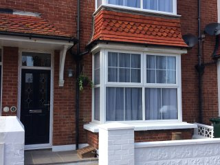 Georges - 4 Bed House - Sleeps 12 (+baby) - Close to Seafront, Eastbourne
