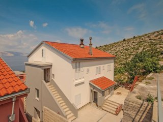 Apartment - 300 m from the beach, Senj