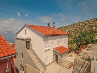 Apartment - 300 m from the beach, Senj