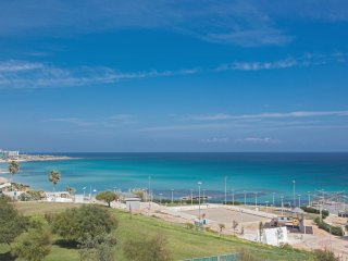 Pallini 2 bed apt in Fig Tree Bay with amazing sea views.