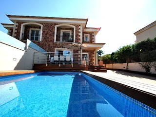 Badia Blava, 8 pax, sea views, AC, WIFI near the sea,swimming pool, hig quality!