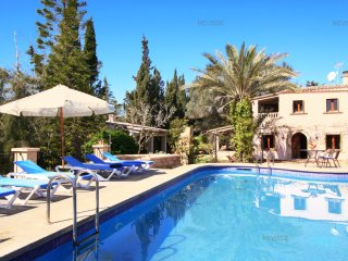Beautiful Villa and Large Garden with Full Amenities - Pool, Playground, Bicycle