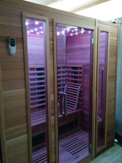 Séance de sauna. Mise à disposition gratuitement de peignoir, serviette et tong antidérapante
