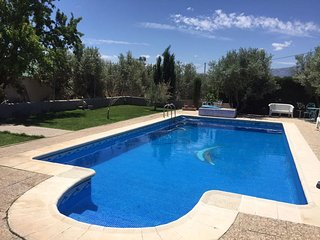 House with pool and mountain view, Baza