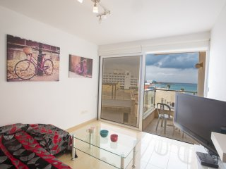 Pallinio 406 with amazing sea views. 30m from Fig Tree Bay Beach