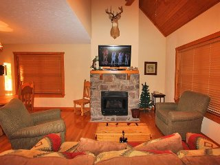 Sleepy Hollow Cabin-Pet Friendly 1 bedroom/1 cabin located at StoneBridge, Branson West