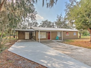 Lakeland House w/Yard- 30 Min From Disney World!